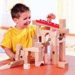 bermain mainan kayu