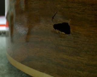 Memperbaiki gitar berlubang yuk gunakan lem kayu untuk for Wood floor dent repair