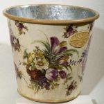 kaleng decoupage vas bunga