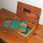kotak perhiasan kayu tua
