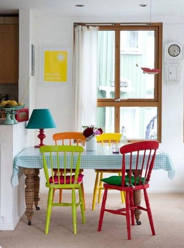 kursi warna-warni