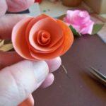 langkah-langkah membuat bunga kertas 4
