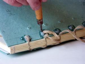 lem-kayu-untuk-binding-book