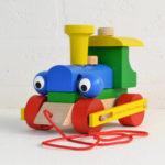 mainan kayu kereta
