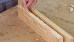 mengelem kayu