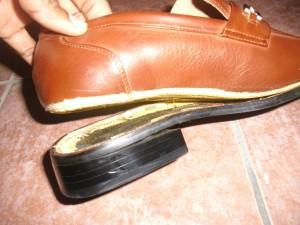 sepatu rusak