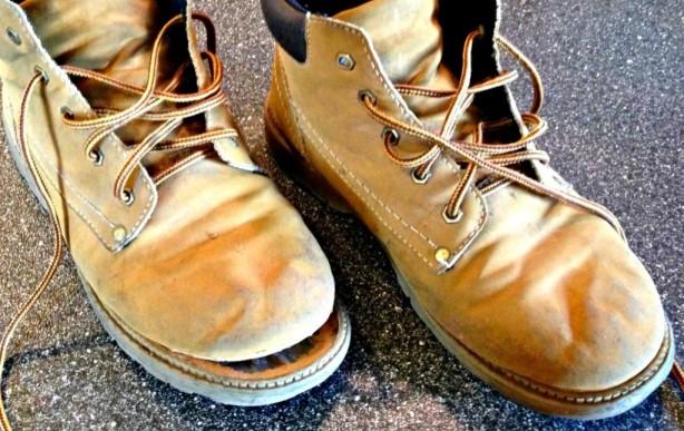 sol sepatu rusak
